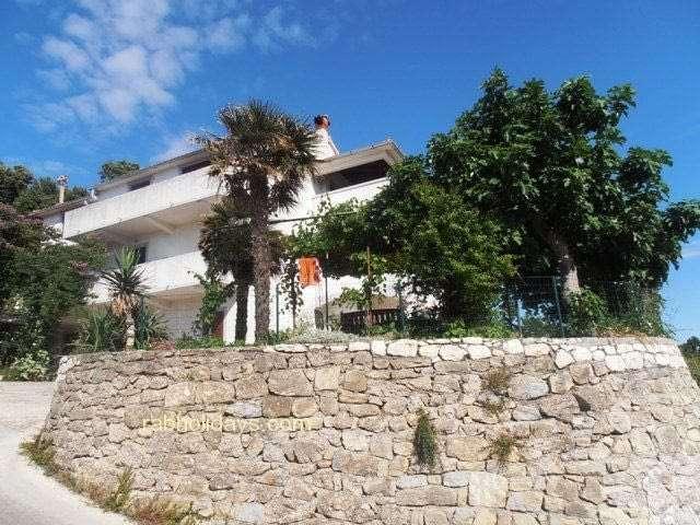 villas-swimming-pool-croatian-coast
