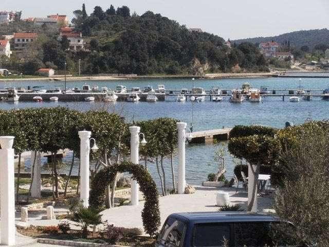 1_kampor+port+island+croatia