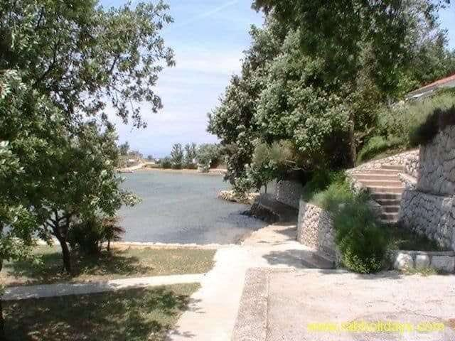 kroatien-am-meer-anlegeplatz