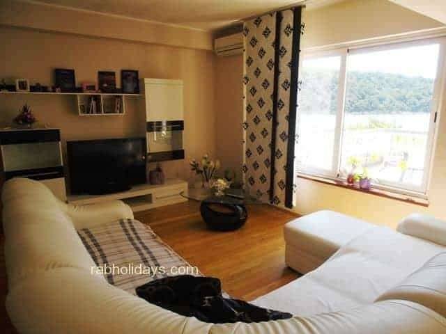 croatia sandy beach accommodation
