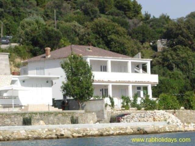travel-croatia-seaside